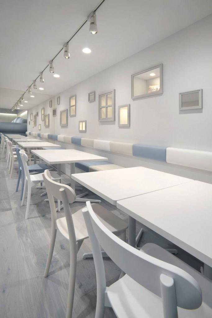 אזור ישיבה מרכזי בבית הקפה