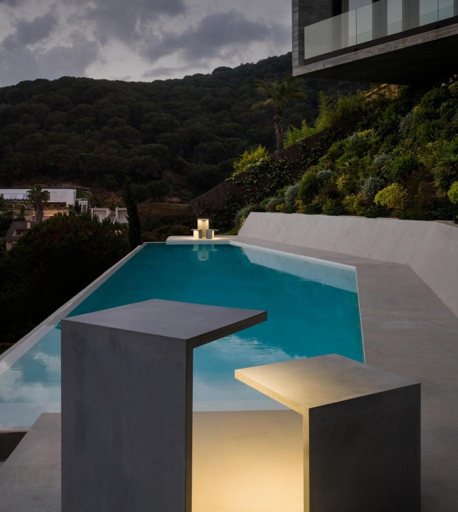 גוף תאורה מבטון לגינה, קמחי תאורה