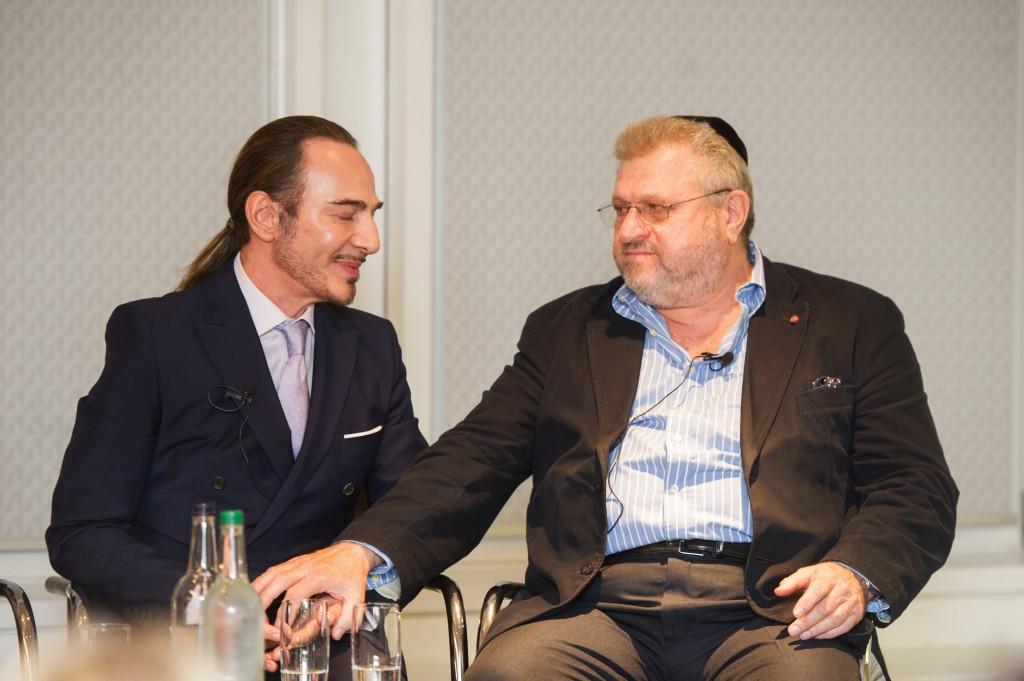 ג'ון גליאנו עם הרב בארי מרקוס