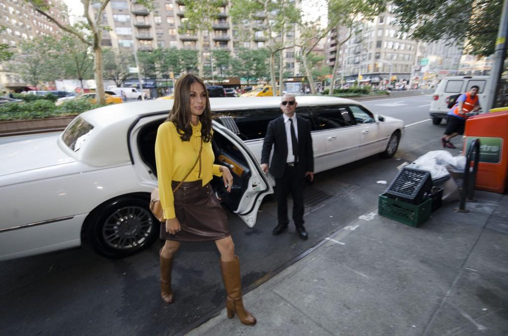 מורן אטיאס מגיעה לאירוע הפתיחה של 'סבון' בברודווי