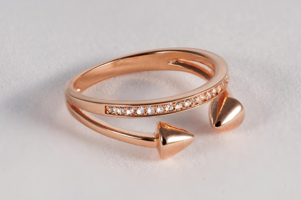 """הטבעת 180 ש""""ח כתרומה לבת מלך להשיג באמדוריה"""