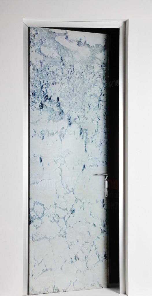 דלת פנים עם הדפס דמוי שיש, החל מ 8000שח - אא מראות