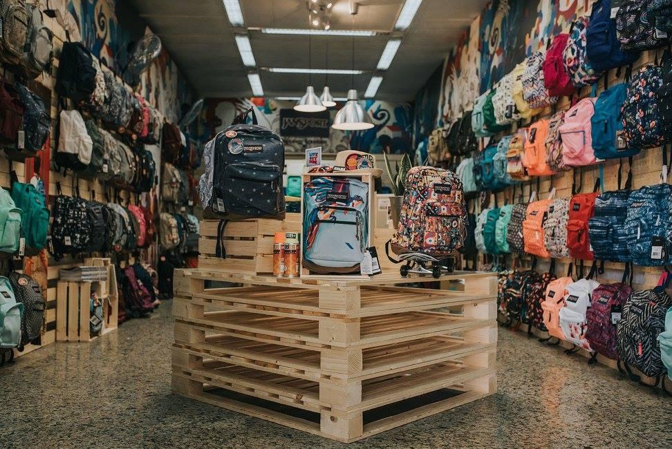 חנות הפופ אפ של המותג ג'נספורט בגן העיר